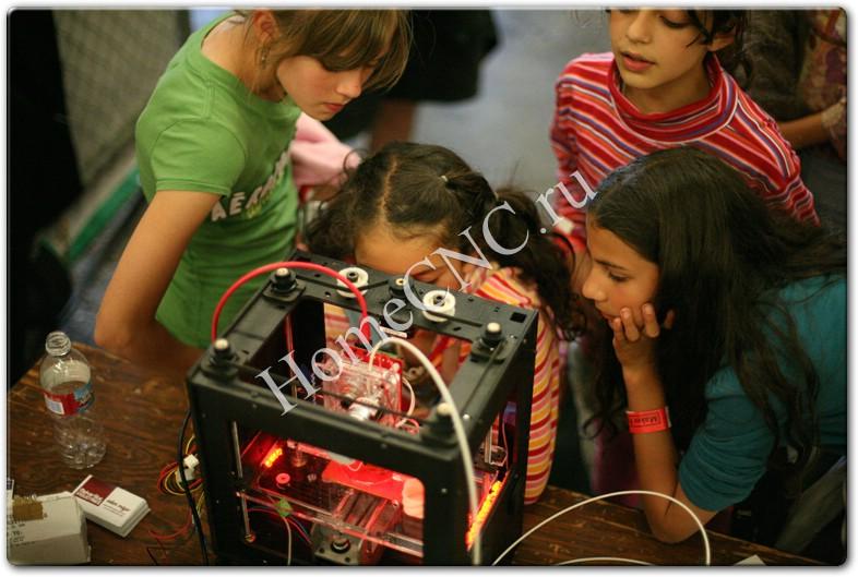 3D принтер Cupcake в работе