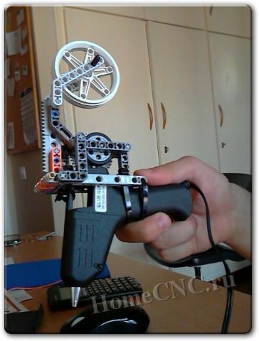 экструдер из Lego Mindstorms и клеевого пистолета