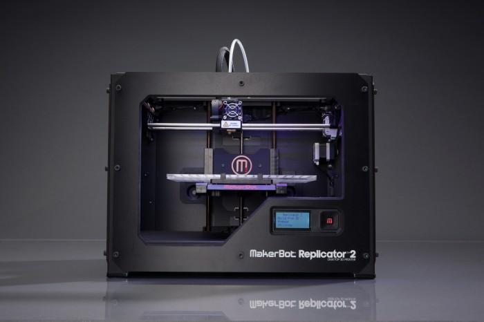 Домашний 3D принтер makerbot replicator 2